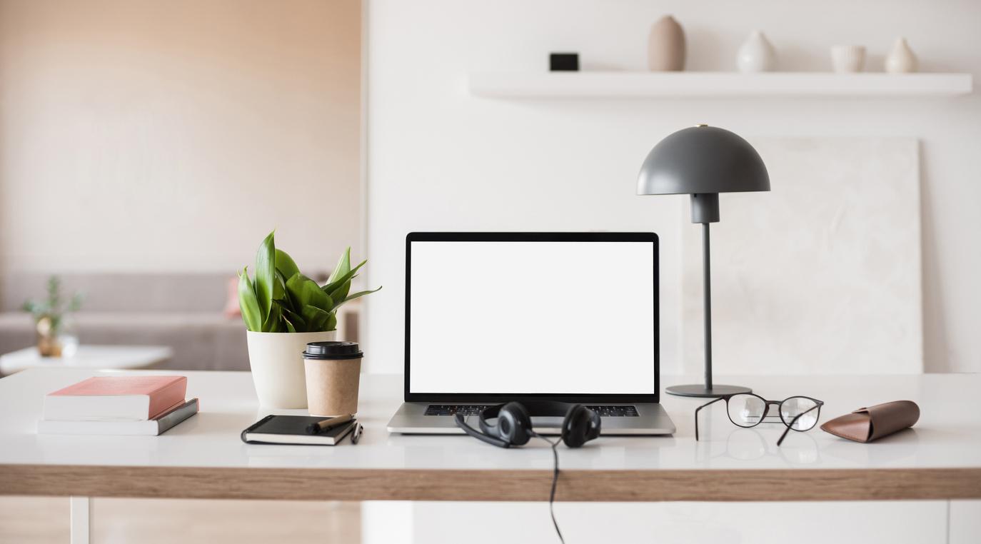 Ihanteellinen kotitoimiston sisustus – keskipisteessä työn ilo, ergonomia ja tehokkuus